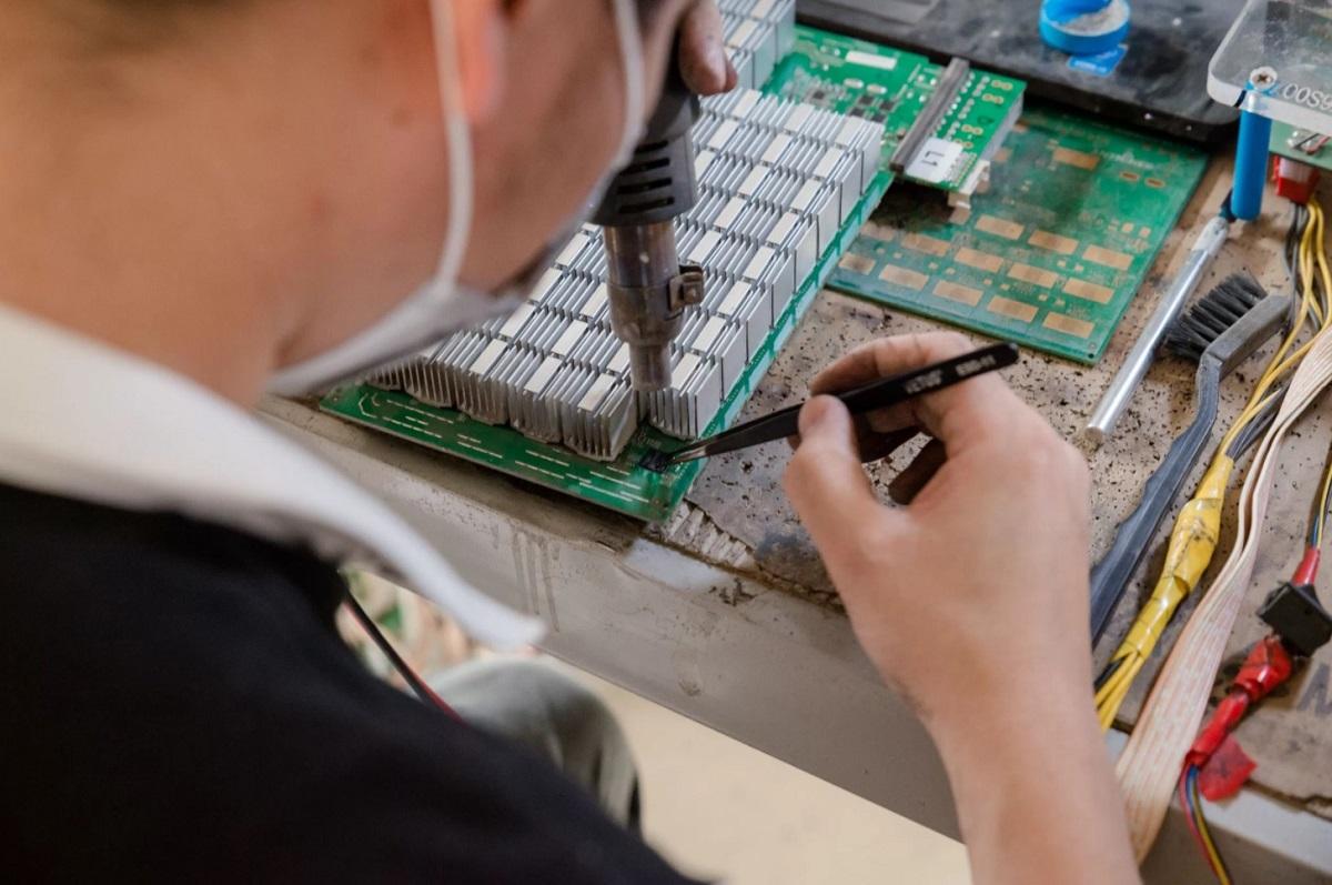 Работа Биткоин фермы в Китае Bitcomain